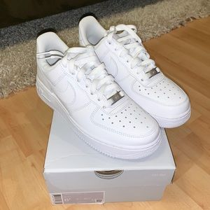 Brand new! Women's Nike Air Force 1 '07